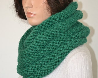 Green snood Scarf/ Knitted Cowl/ Handmade Neckwarmer/ Trending Cowl Scarf