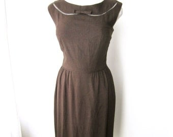 M 50s 60s Brown Wiggle Sheath Dress Shantung Raw Silk Rayon Summer Sleeveless Office Day by McMullen Medium