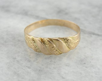 Victorian Gold Band: Large size for Men or Women, Decorative Texture  EWHKK5-N