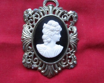 Cameo gold tone pendant