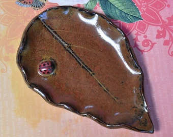 Ceramic leaf ladybug spoon rest. Ring holder. Leaf soap dish. Leaf with Ladybug jewelry holder. Spoon rest. Lucky Ladybug plate.