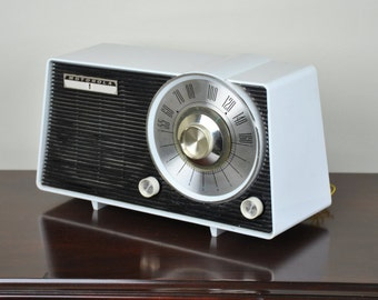 Antique 1953 Motorola AM Radio Model A25W Plays And Looks Great