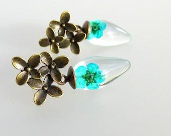 Dried flower earring, green flower, resin, silver
