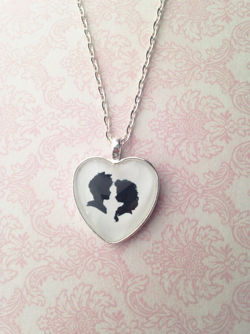 Night light x jack frost - Handmade Elsa And Jack Frost Cameo Silhouette Heart Pendant Necklace Disney Couple Necklace Frozen Necklace