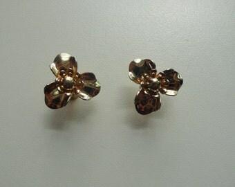 Vintage Gold Tone Flower Earrings | screw back