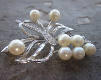 Vintage Brooch. Pearl and Silver.