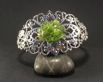 Silver bracelet & Peridots chips.