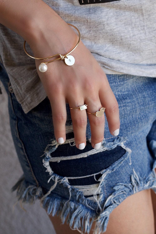Personalized Pearl Bracelet, Bridesmaid Jewelry Gift, Wedding Bridesmaid Bracelet, Gold Bangle Bracelet, White Pearl Bracelet, Silver Bangle