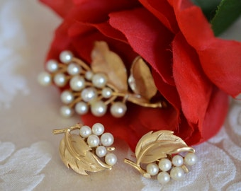 Art Signed Gold Tone Leaf and Pearl Cluster 2 Piece Set Brooch Pin 1 Pair Clip Earring ships in 24 Hrs
