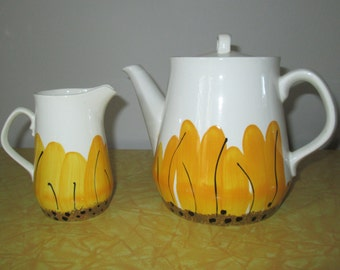VERA Neumann Sunflower Teapot and Creamer Pitcher // Vintage 1960s Island Worcester Pottery