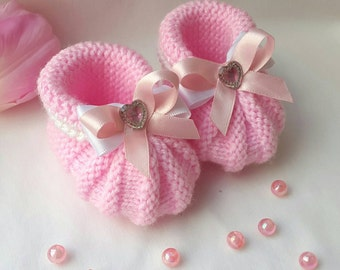 Hand knitted baby girl booties, pink booties, new baby gift, photo prop. 0-3 months.