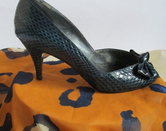 WINTER SALE! Vintage 80s Navy Open Toe Heels by Impo| Size 6 | Peep Toe Heels Vintage Heels Navy Heels Navy Pumps Vegan Snakeskin Heels