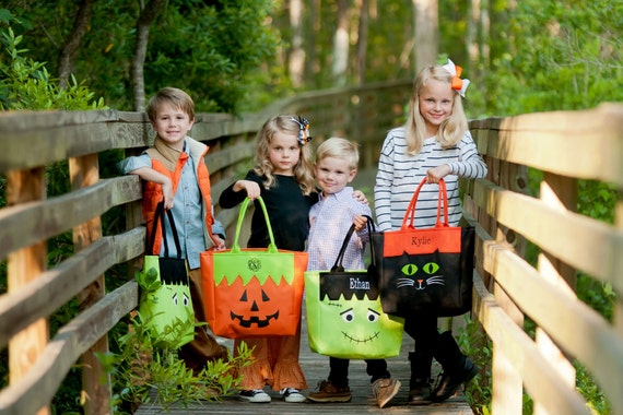 Halloween Totes <SHIPS FAST!>, Trick or Treat Totes, Trick or Treat Bag, Candy Bag, Halloween Bag, Halloween Character Tote, Trick or Treat