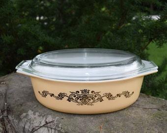 Pyrex Covered Casserole Dish Metallic Gold Flowers 2-1/2 Quarts