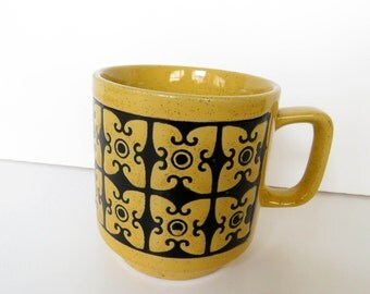 Retro 70s groovy mug - Made in Japan - nice geometric pattern
