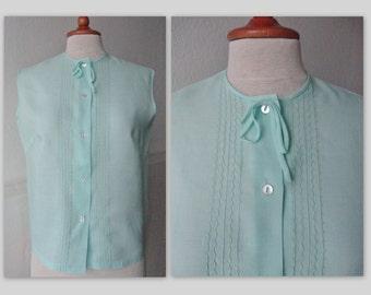 Lovely 60s Pastel Green Vintage Blouse // Hipolan // Size 42