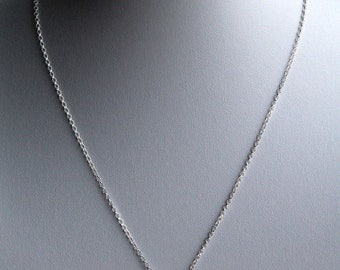 Pendant necklace with a fresh water pearl and sterling silver chain