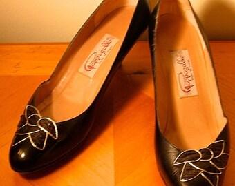 Vintage black heels / 1960s / Retro / Mad Men Black & Gold floral appliqué Cappagallo Size 10