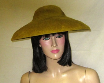 "Olive Green Picture Hat Labeled ""Replica de Parisienne"""