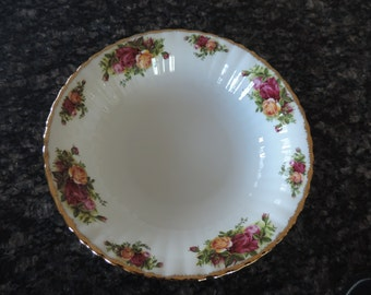 Royal Albert Old Country Roses Vegetable or Fruit Bowl Made in England 1962