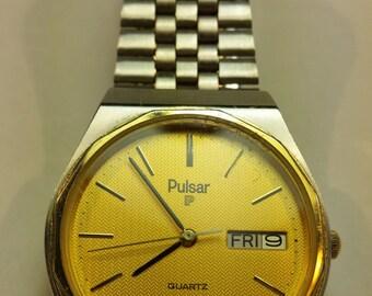 Classic Pulsar Men's Quartz Watch, gold face. Very Good Condition!