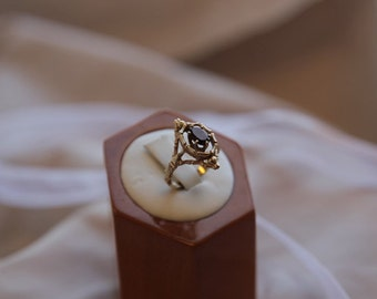 Bold and ancient-looking 14 kt gold Garnet ring, Vintage gold ring, Vintage garnet ring, Witchy garnet ring