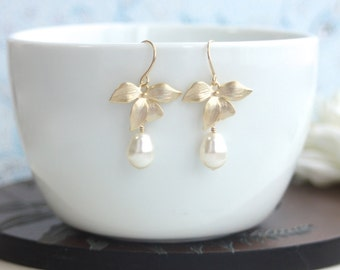 Orchid Flower Earring. Orchid Ivory Color Pearl Drop Earring. Bridesmaids Gift Garden Wedding. Flower Wedding Gold Cream Gold Vintage Style
