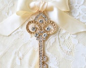 Gold and Crystal Key Boutonniere, Gold Key Buttonhole Boutonniere, Key Boutonniere, Metal Key Boutonniere