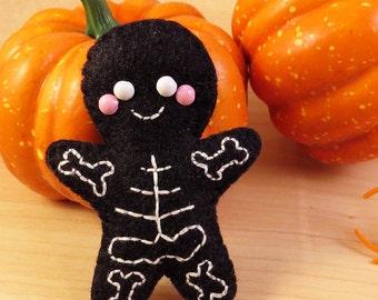Skeleton Cookie Felt Brooch / Hair Clip, spooky gingerbread man, cute felt accessory, happy felt skeleton, halloween accessory, spooky cute