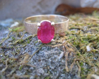 Ring- Ruby in 14 K Gold Classic Patterned