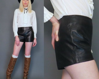 vintage 90s black high waisted leather shorts // rock n roll // biker shorts // motorcycle shorts // size 8
