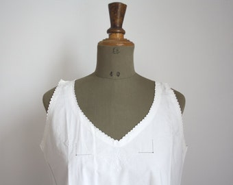 1900s French White cotton blouse // Embroidered // 01