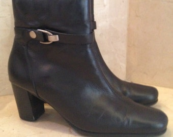 2Days Sale Vintage 9 & Co. Women's Black Leather Stacked Heel Boots Size 8.5 M
