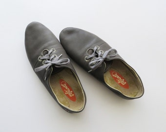 90s Preppy Grey Lace Ups Flat Athletic Shoes Women's Size 7 1/2 or Euro 38
