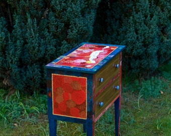 Hand painted chest of drawers | Painted furniture | Flowers on furniture | Dahlias | Red and blue furniture |