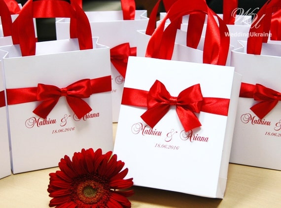 Red Wedding Gift Bags : Red Wedding Gift Bags with satin ribbon, bow and names - Elegant ...