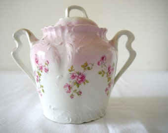 Pretty Vintage china Sugar bowl / Antique sugar bowl / china pot with lid