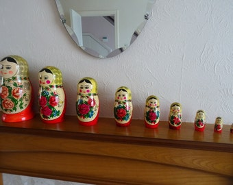 Vintage 9 pc Russian Nesting Doll Set