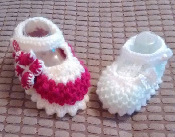 Baby Knitting pattern 'Zoe' Shoes and Cardi various sizes