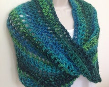 Womens Chunky Crochet Cowl / Shrug, Green Chunky Capelet, Circle Scarf, Infinity Scarf, Green Mobius Cowl, Woollen Scarf - READY TO SHIP!