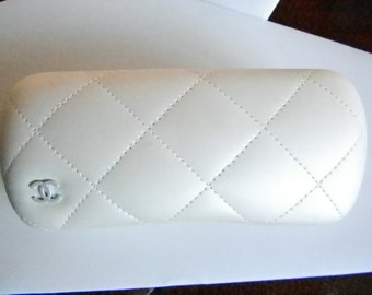 Channel Quilted Cream Colored Leather Hard Glass Case with Accessories