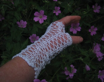white fingerless crochet gloves,wedding gloves,brides gloves,prom night gloves,graduation gloves,birthday gift,summer gloves,