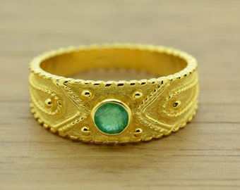 non traditional engagement ring natural emerald ring 18k gold ring emerald yellow gold - Non Traditional Wedding Rings