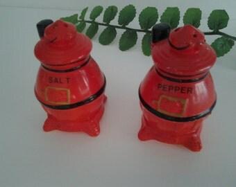 Pot Belly Stove Salt Pepper Shakers Japan