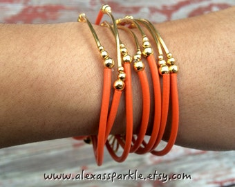 Orange Rubber Bracelet Set with gold plated charms- Semanario pulseras de caucho color naranja con dijes chapa de oro