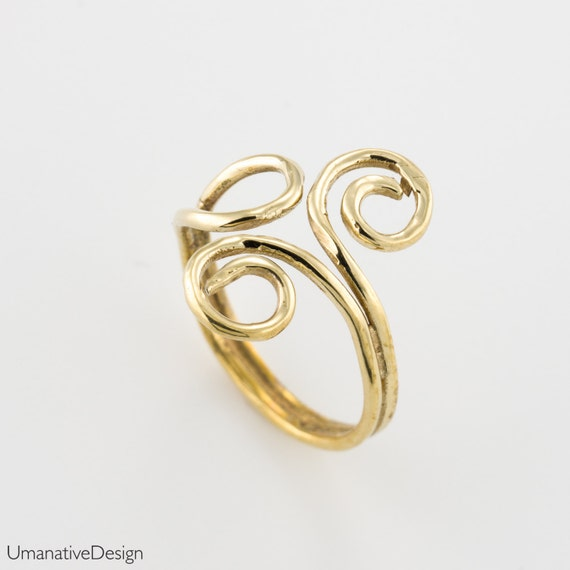 Gold Midi ring. knuckle ring. midi rings. above knuckle ring.