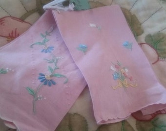 Vintage Hand Embroidered Guest Towels/Needlepoint/Guest Towels/Fingertip Towels/Vintage Bathroom/Shabby Chic/Embroidered Towels/Pink