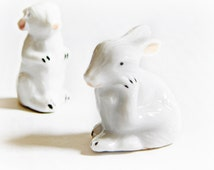Miniature Vintage Bunnies Figurines, set of 2, 1950/60 era Shadow Box, Dish Garden White Rabbits Art and Craft Minis porcelain collectible