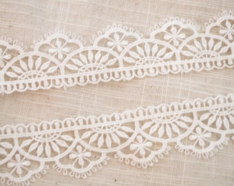 1 yard off white lace trim, off white lace trim with scallops, bridal lace fabric, Antique Wave Pattern Lace Trim