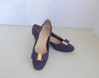 sz 7AA  vintage dark blue suede bow tie FERRAGAMO low heel pumps